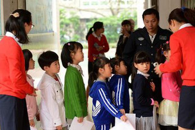 南京民办小学仅2万人次报名 全家出动凌晨排队成历史