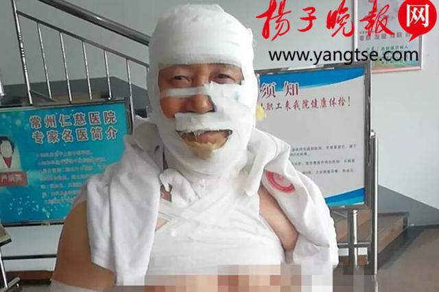 """""""中国好邻居""""! 常州74岁老人火场救出90岁老邻居"""