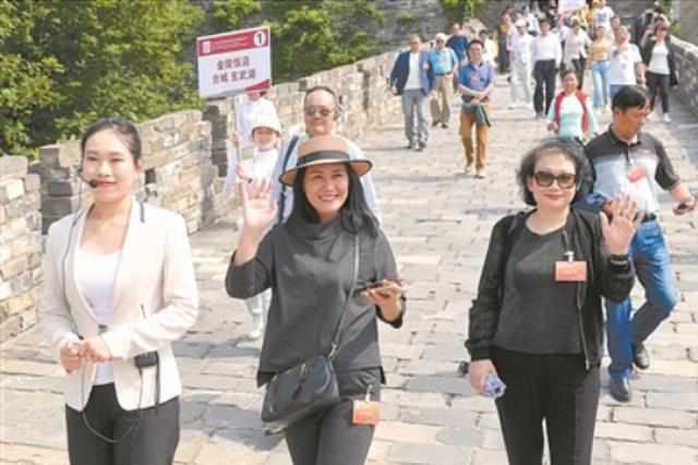 江苏发展大会嘉宾游南京:勾连的是记忆 感慨的是巨变