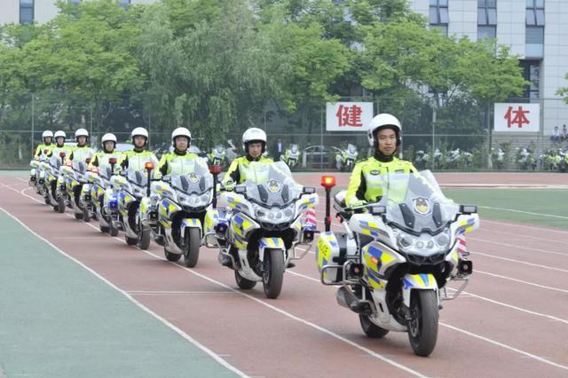 江苏公安交警铁骑队正式成立