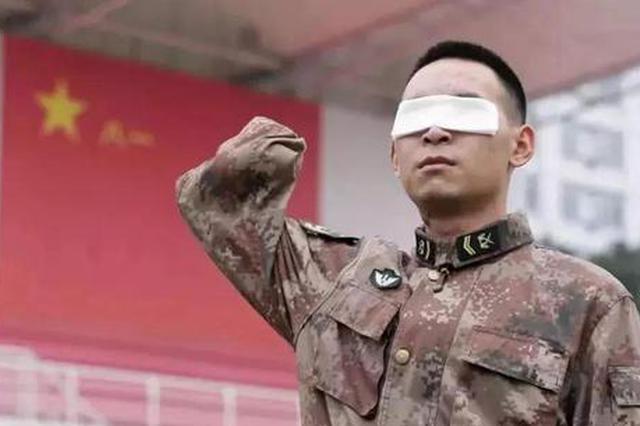 """失去双眼双手 中宣部授予杜富国""""时代楷模""""称号"""