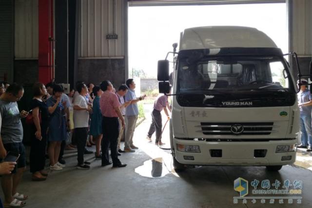 """河南南阳公开宣传""""水变氢""""技术 车辆加水就能跑?"""