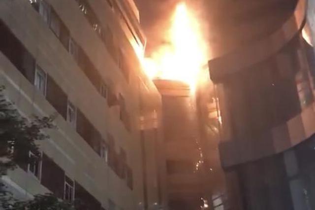 南京新街口金鹰中心起火无人伤亡 25日停业整顿消除隐患