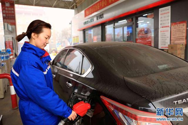 江苏成品油价下调 92#汽油降至6.73元/升