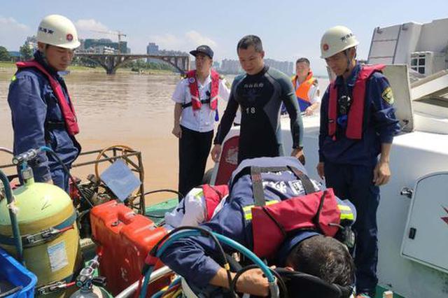广东东江大桥垮塌救援进展:已确定一落水车辆位置