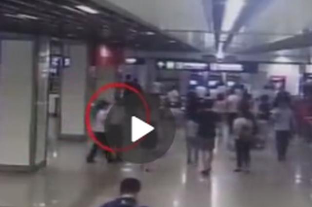 冒用乘车证、辱骂地铁员工 南京一男乘客被拘留2日