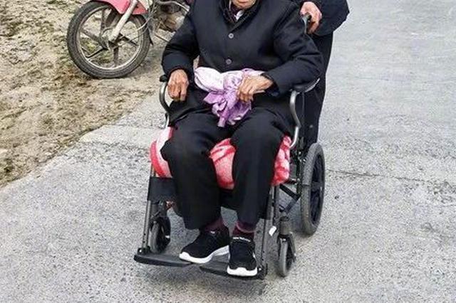 九旬老人偷偷驾轮椅穿过半个城区,只是为了看你一眼