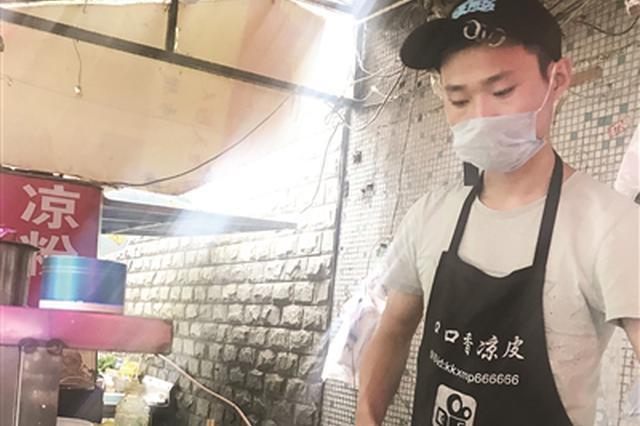 农村小伙进城煎饼月入3万 拍视频成网红收徒两百人