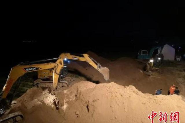 徐州一2岁男童坠入9米深机井 公安消防紧急救援