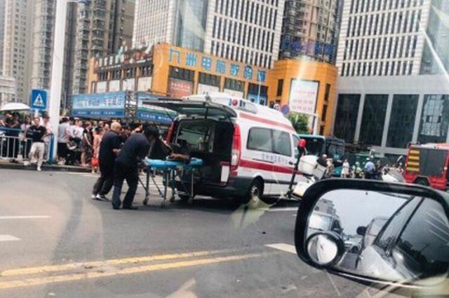 常州一轿车连撞多辆电动车已致3死10伤 肇事者被控制