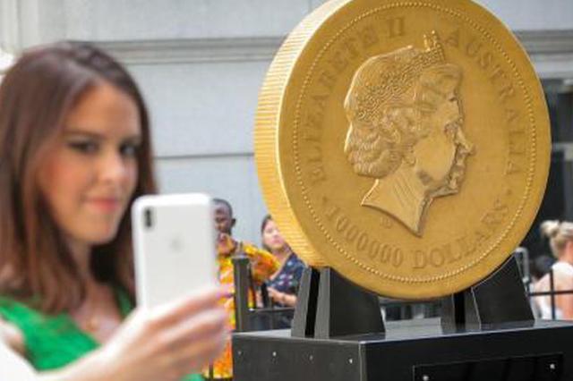 重达1吨 世界最大金币在美国纽交所展出