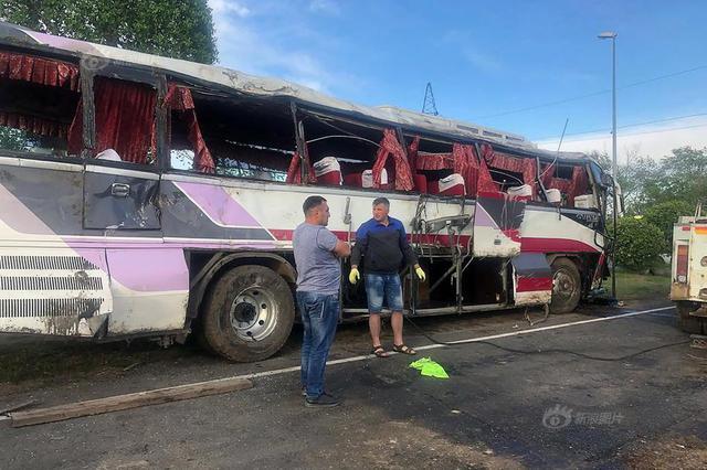 载14名中国游客柬埔寨巴士翻覆:致2死1人重伤 司机逃逸