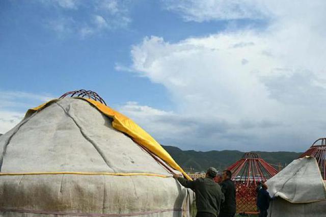 实拍新疆草原民俗蒙古包搭建全程