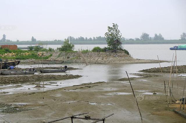 洪泽湖遭遇60年一遇干旱 2000多艘船舶滞留淮安船闸