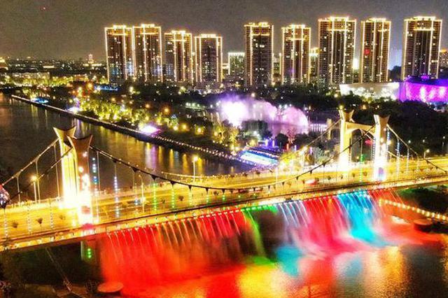 """南京小龙湾""""网红桥""""五彩斑斓点亮夜空"""