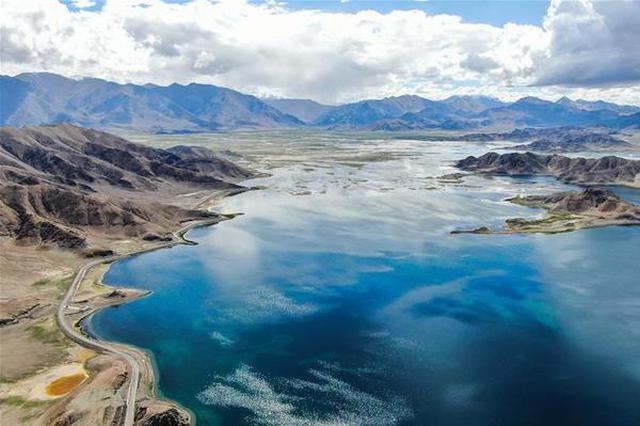 鸟瞰神奇班公湖 由东向西水中含盐量递增