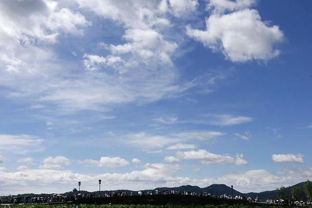 台风远去天气转晴 各地蓝天白云如画