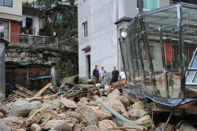 四川汶川泥石流致1名消防员牺牲 抢险救灾工作有序开展