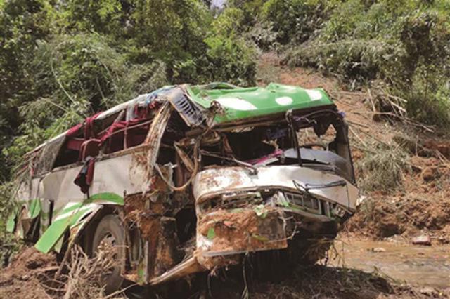 老挝车祸初步认定系车辆问题 司机可能不熟悉路况