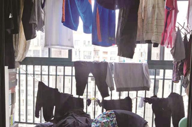 崩溃!大学生儿子暑假寄回两箱脏衣服 妈妈洗两天