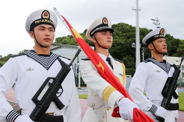 解放军驻香港部队组织升国旗仪式