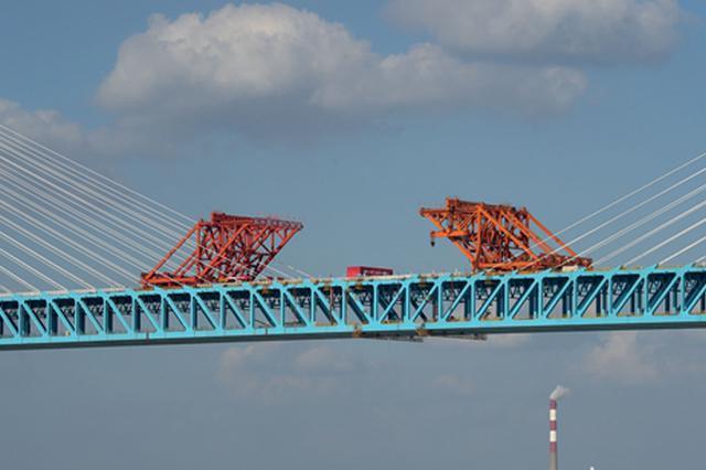 沪通长江大桥成功合龙 将于2020年下半年通车