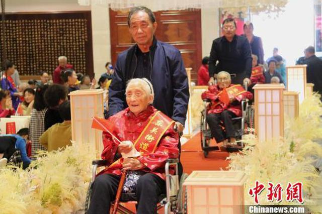 """江蘇揚州迎重陽擺""""千歲宴"""" 最年長者108歲"""