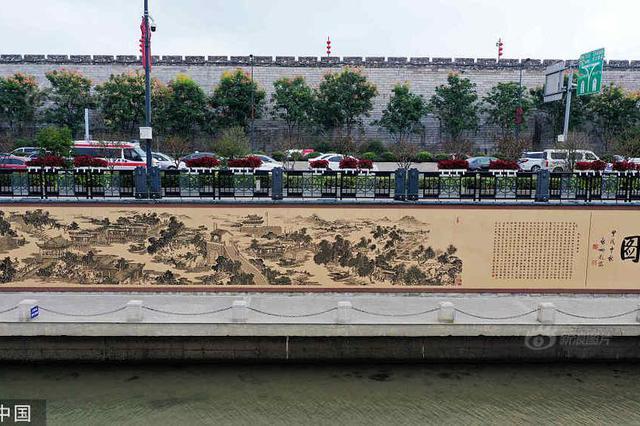 秦淮河畔现大型金属雕刻艺术壁画《秦淮胜迹图》