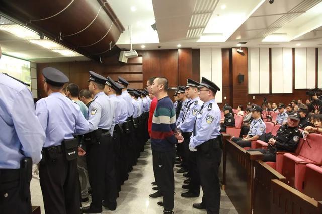 杭州一黑社会性质组织24名成员被判刑 涉案金额16亿元