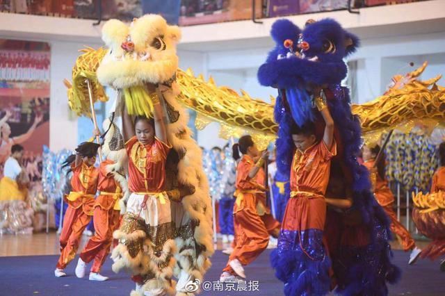 """龙狮武林大会进校园!南京1700名中小学生""""高手对决"""""""
