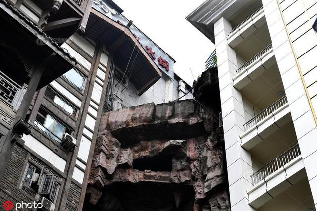 8D重庆魔幻地 两栋楼房中间现断崖