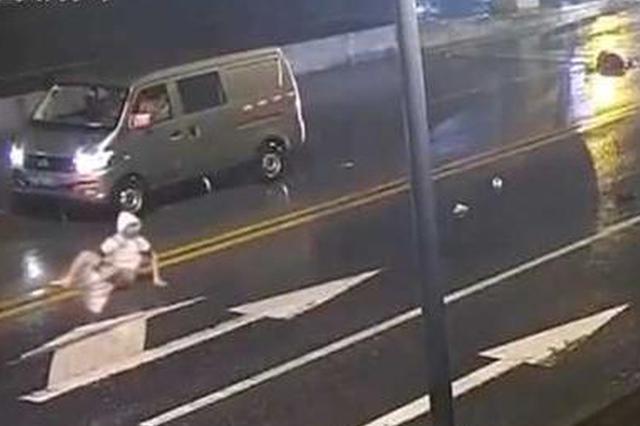 情侣在马路上吵架女生被撞身亡 男生负主责被逮捕