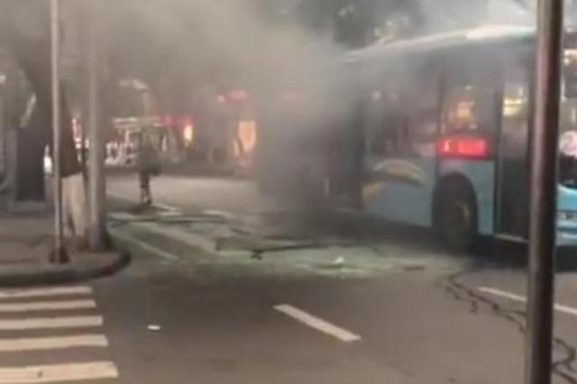 男子炸公交车致20余乘客受伤 被判死缓并限制减刑