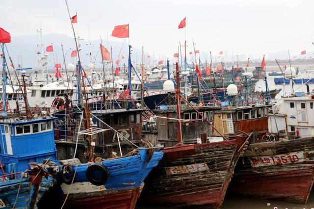 寒潮袭击海边 江苏连云港数千艘渔船回港避风