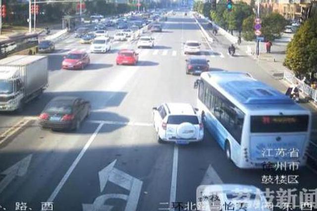 就为出口气?私家车多次别停公交险象环生