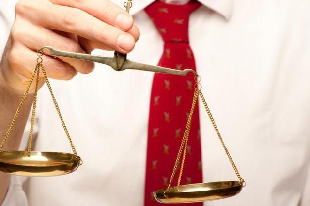 西安一房产商买两支枪被判缓刑遭质疑 律师:判决符合法律