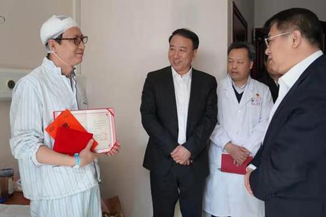 朝阳医院伤医事件上前阻拦被砍伤 两人被认定为见义勇为