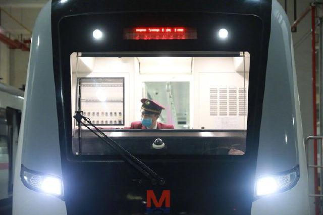 首班车来了!武汉地铁正式恢复运营