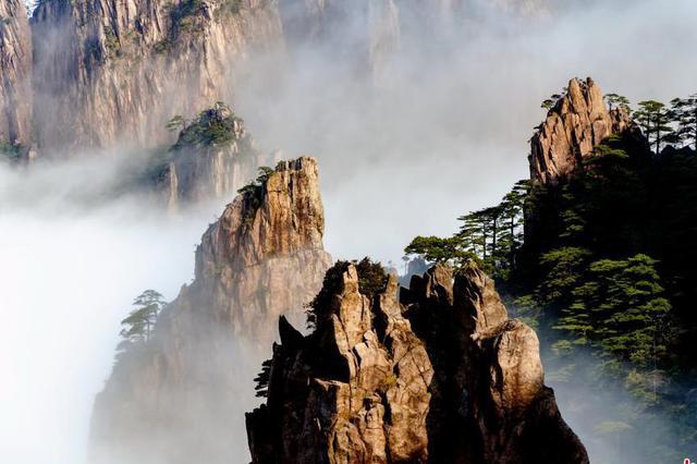 安徽籍居民免费游黄山致2万人扎堆 景区称将加强管理
