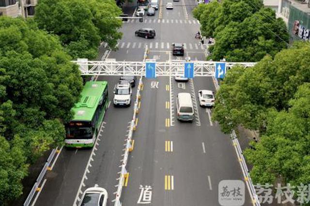 高科技!南京设置第一条潮汐车道:自行移动 智能缓堵