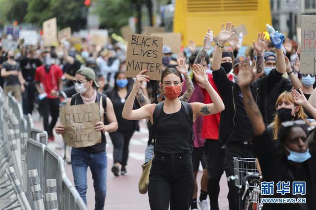 纽约抗议活动持续 宵禁延长至周日