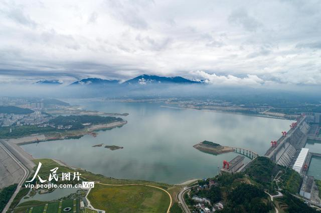三峡水库备战汛期洪水 按限制水位145米控制运行