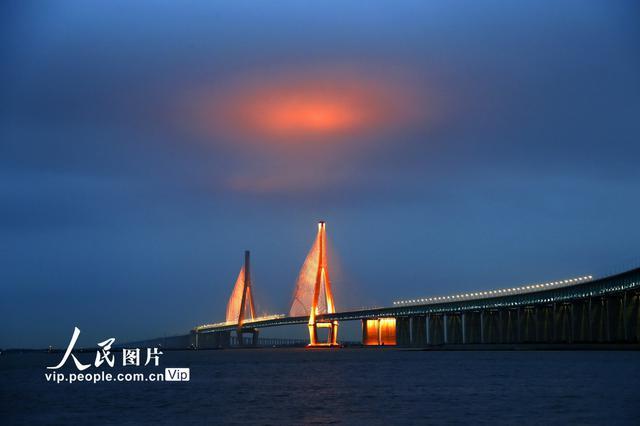 沪通长江大桥主跨亮化工程即将完成