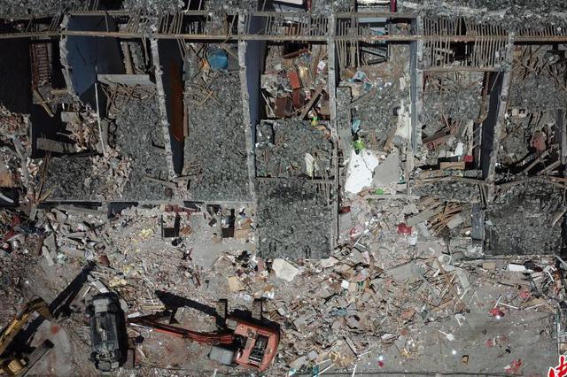 航拍浙江温岭槽罐车爆炸事故现场 楼房房顶炸毁