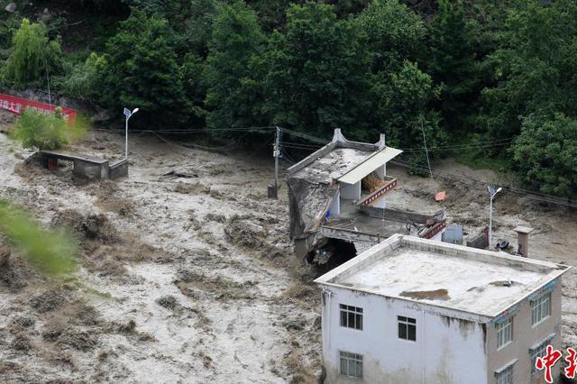 四川遇今年入汛最大强降雨 发生泥石流疏散2万余人