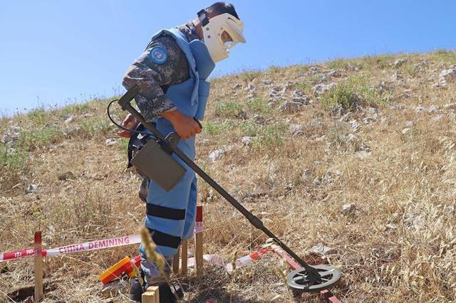 中国维和部队恢复联黎人道主义扫雷行动