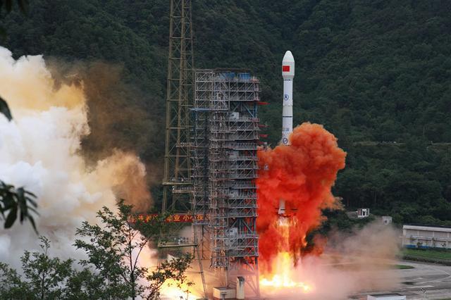 """北斗""""收官之星""""成功发射 实现55颗卫星组网运行"""