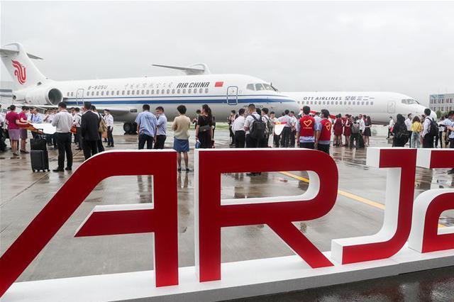 国产新支线客机进入我国主流航空市场 三架交付使用