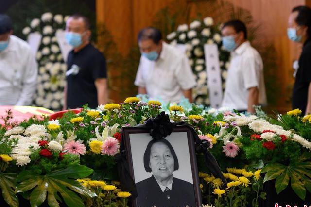 最后的告别:山西省长治市上万民众自发吊唁申纪兰