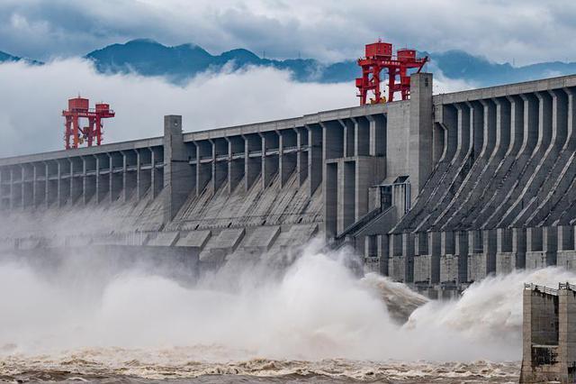 长江2020年第1号洪水在长江上游形成 三峡开闸泄洪